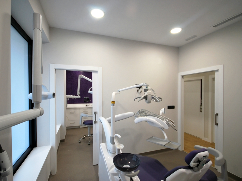 Aseo Adaptado Dimensiones:los dos gabinetes de la clínica dental disponen de una comunicación