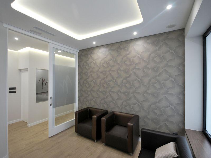 Aseo Adaptado Dimensiones:la sala de espera es un espacio recogido y separado de la zona de