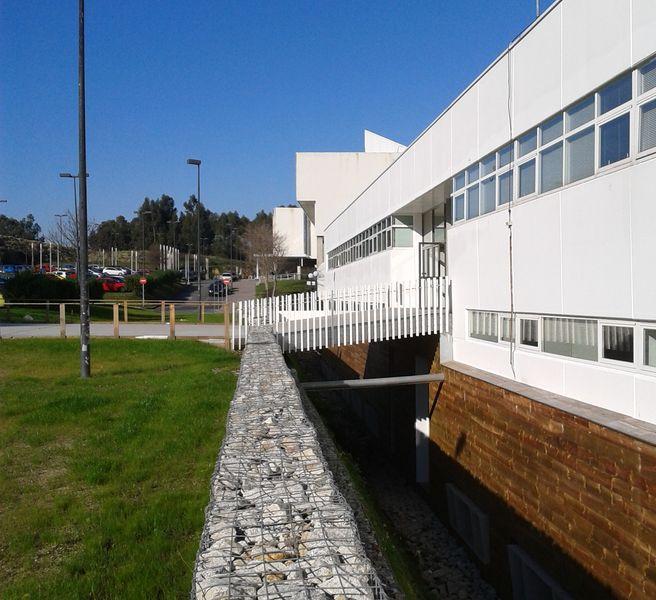Facultad de derecho aestudio arquitectos coru a - Patio ingles ...
